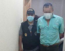 Macario Ernesto Escobar Ramos, de 52 años, subdirector del Centro de Detención Preventiva de Santa Cruz del Quiché, fue detenido por exigir Q30 mil a la familia de un reo. (Foto Prensa Libre: PNC)