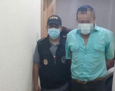 Subdirector de cárcel de Quiché le exigía Q30 a familiares de reo para evitar que lo agredieran otros presos