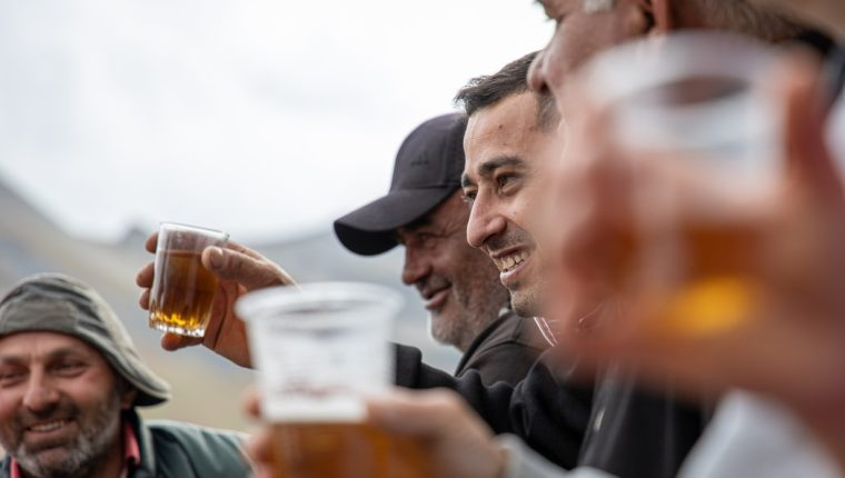 La venta de alcohol en los estadios del Mundial de Qatar 2022 estará permitida pero solo para algunos asistentes. (Foto Prensa Libre: Unsplash)