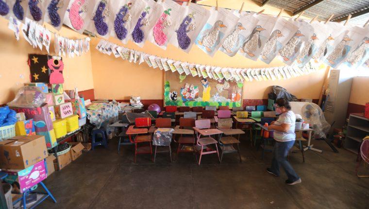 El lunes 15 de febrero las escuelas abrieron para recibir a los docentes, pero este lunes comienzan a llegar los estudiantes. (Foto Prensa Libre: Érick Ávila)