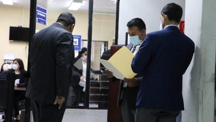 Abogados acuden el último día del plazo a entregar papelería para el proceso de designación a la CC. (Foto: Congreso)