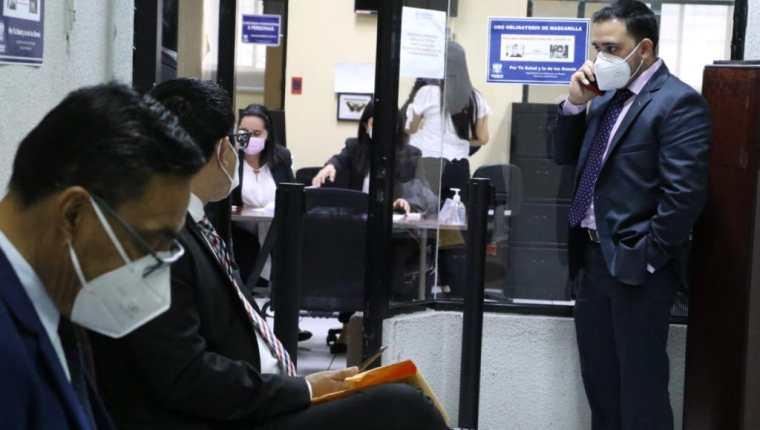 Abogados presentan documentos para entrar al proceso de designación de magistrados a la CC. (Foto: Congreso)