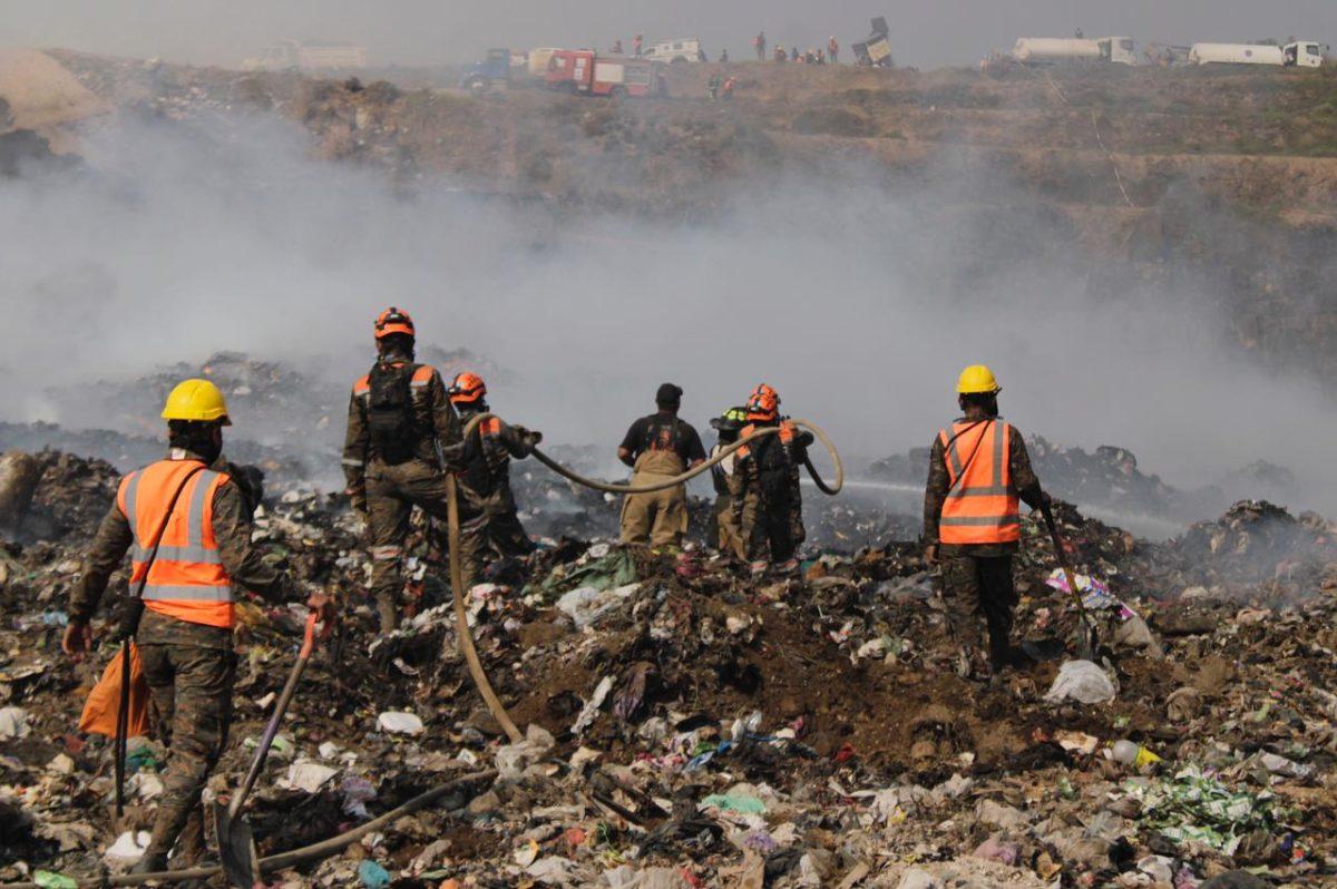 Después de cinco días incendio en basurero de AMSA queda totalmente liquidado