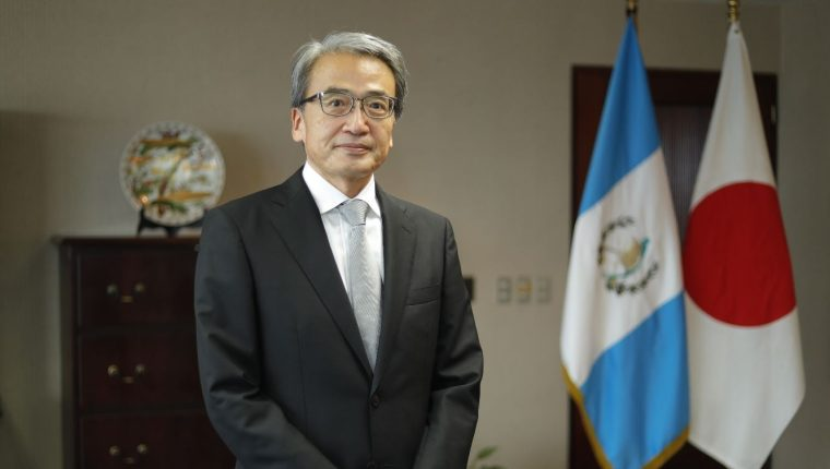 El embajador de Japón en Guatemala, Tsuyoshi Yamamoto tiene poco más de un año de haber comenzado su trabajo diplomático en el país. (Foto Prensa Libre: Esbin García)