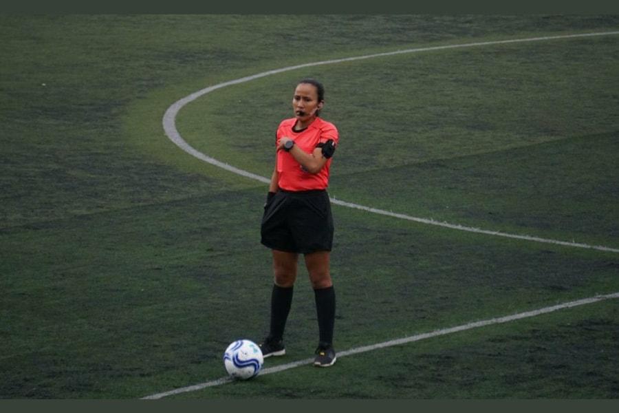 Astrid Gramajo está lista para debutar como central en la Liga Nacional