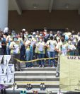 Familiares, amigos y mujeres de Luz María del Rocío López se reunieron frente al Ministerio Público para exigir justicia y por todos los casos de femicidio en el país. (Foto Prensa Libre: Érick Ávila)