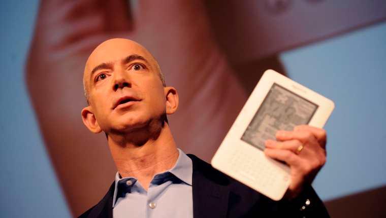 Jeff Bezos dejará de ser consejero delegado de Amazon y lo sustituirá Jassy. (Foto Presa Libre: AFP)
