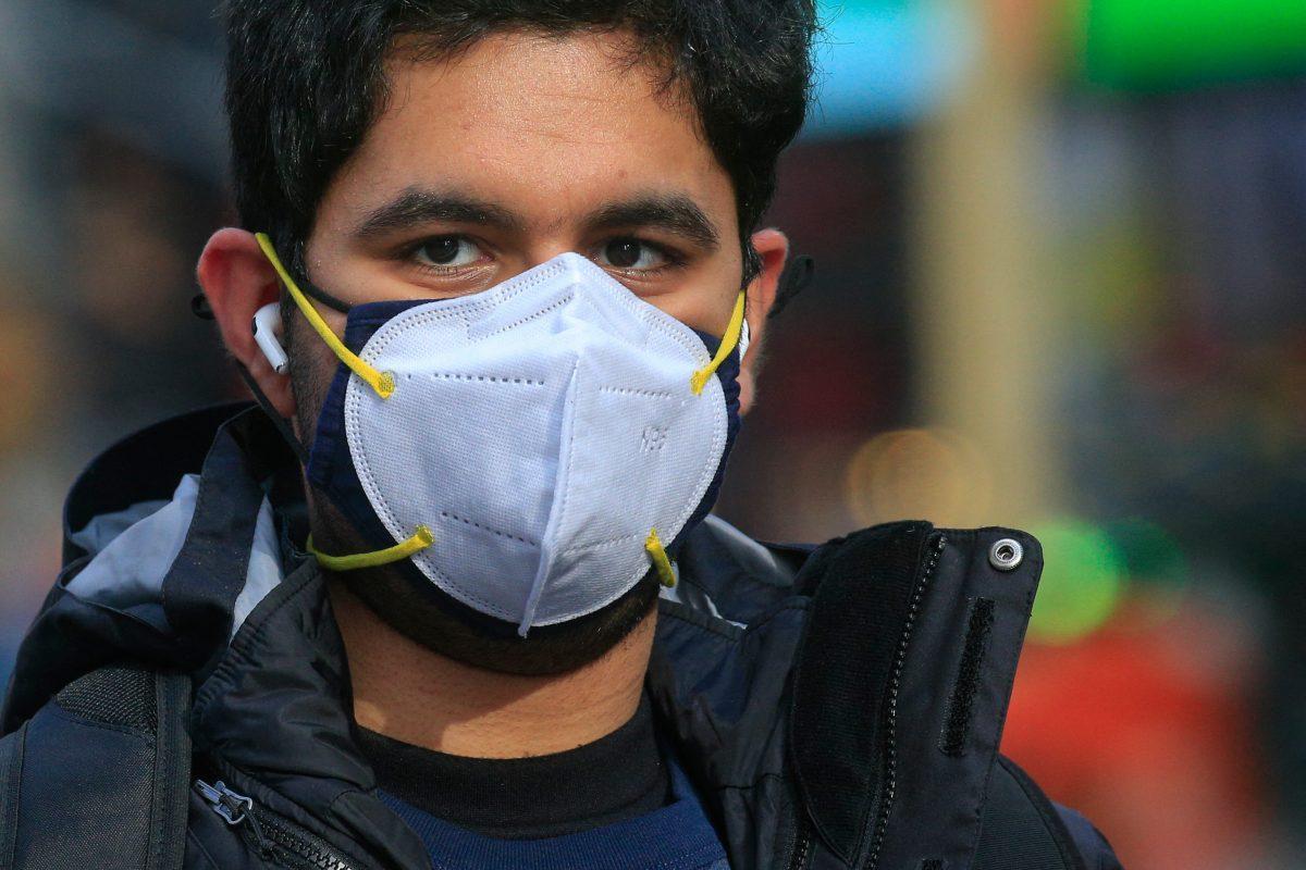 Los CDC hacen una observación sobre el usos de las mascarillas quirúrgicas combinadas con otra de tela
