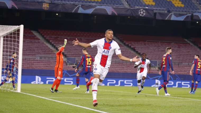 Kylian Mbappé fue la gran figura del partido de ida de octavos de final entre Barcelona y PSG. (Foto Prensa Libre: Twitter PSG)