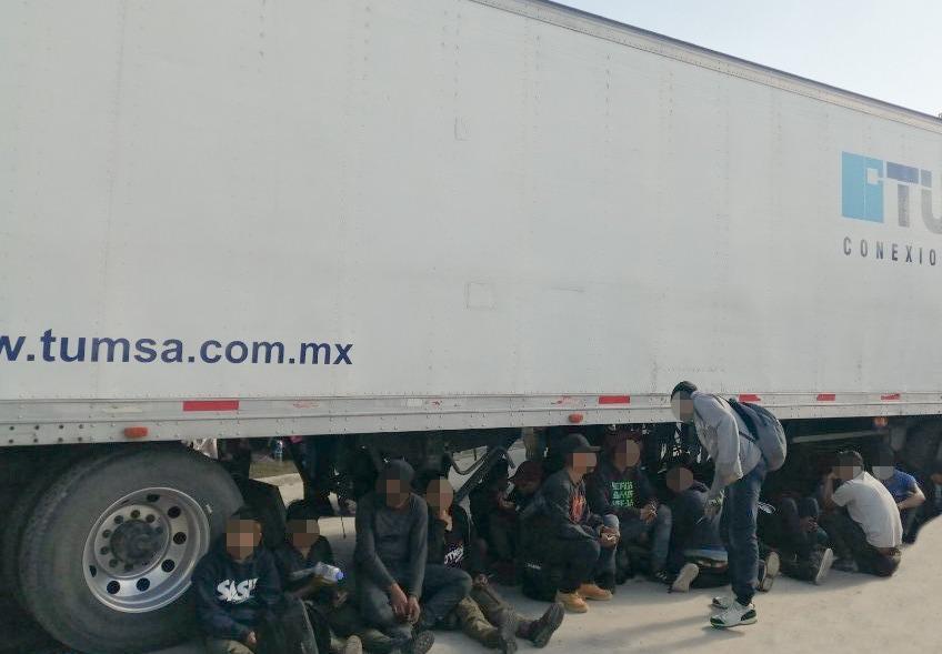 Fueron abandonados: Rescatan a 191 guatemaltecos hacinados en un tráiler en México