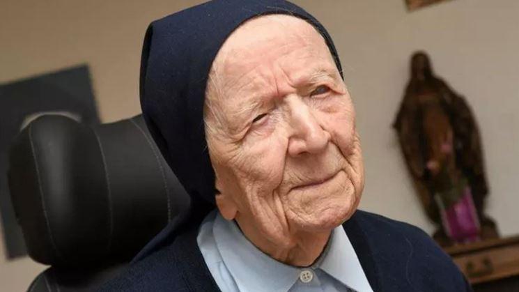 La hermana André, la persona más longeva de Europa es, a punto de cumplir 117 años, una superviviente del coronavirus. (Foto Prensa Libre: St. Mary's Church/Facebook)
