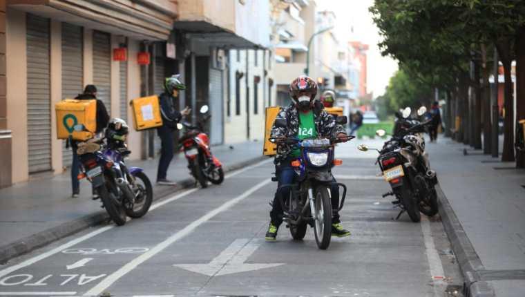 Por actividades de mensajería y servicio a domicilio se demandaron más motocicletas. (Foto, Prensa Libre: Hemeroteca PL).
