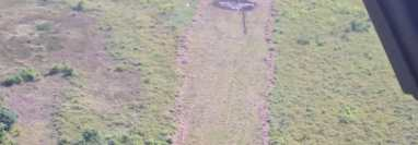 Avioneta que ingresó ilegalmente al país y que fue incinerada por narcos en Petén. (Foto Prensa Libre:  Ejército de Guatemala.