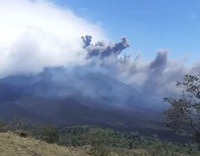 Videos: Reportan fuerte explosión del volcán de Pacaya ( y así está el comportamiento del De Fuego y Santiaguito)