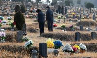 Gwangju (Korea, Republic Of), 07/02/2021.- Families pay homage at their ancestors' graves at a public memorial park in Gwangju, some 330km south of Seoul, South Korea, 07 February 2021, ahead of the Lunar New Year's holiday that runs from 11 to 13 February, with national and city-run cemeteries set to close temporarily during the upcoming holiday to prevent the spread of the coronavirus disease (COVID-19) pandemic. (Corea del Sur, Seúl) EFE/EPA/YONHAP SOUTH KOREA OUT