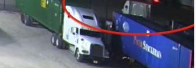 Este es el camión en el que se presume que iban los migrantes hacinados.