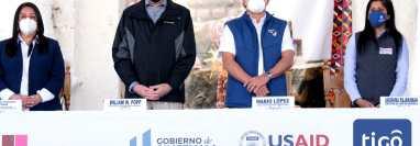 Impulsores del proyecto en la inauguración de programa educativo en Nebaj, Quiché. (Foto Prensa Libre: Cortesía)