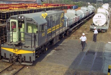 El servicio de tren se privatizó en 1997, luego dejó de operar y tras una disputa legal regresó al Estado pero no se ha reactivado su servicio. (Foto, Prensa Libre: Hemeroteca PL).