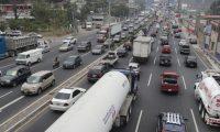Trafico vehicular en ruta al Pacifico cientos de veh'culos circulan hacia el sur y norte del pa's.   Fotograf'a. Erick Avila:               08/05/2020