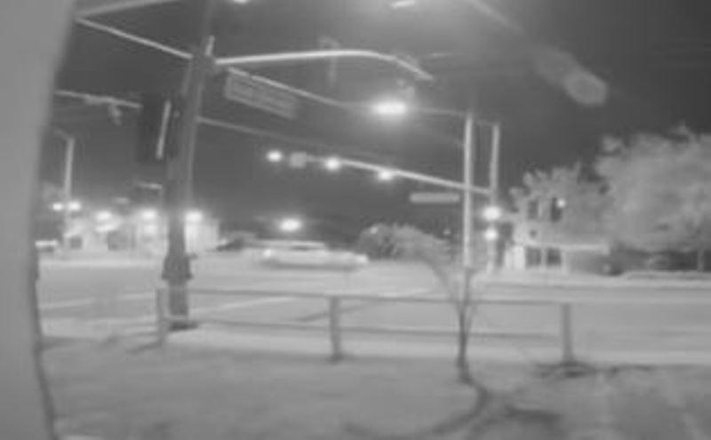 Adolescente toma el carro de su mamá, huye de la policía y ocasiona accidente que deja dos muertos