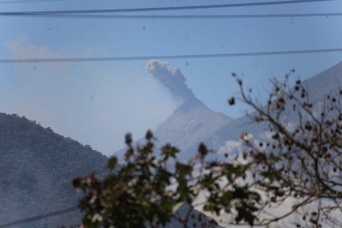 Miedo e incertidumbre: comunidades se preparan ante la actividad eruptiva del volcán de Fuego