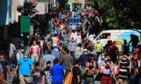 A pesar de estar vigente la pandemia y sus recomendaciones sanitarias muchos guatemaltecos no respetan el distanciamiento social. Fotografía: Prensa Libre.