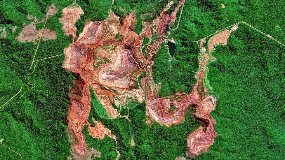 Las cicatrices que deja en el planeta la insaciable sed material de la humanidad