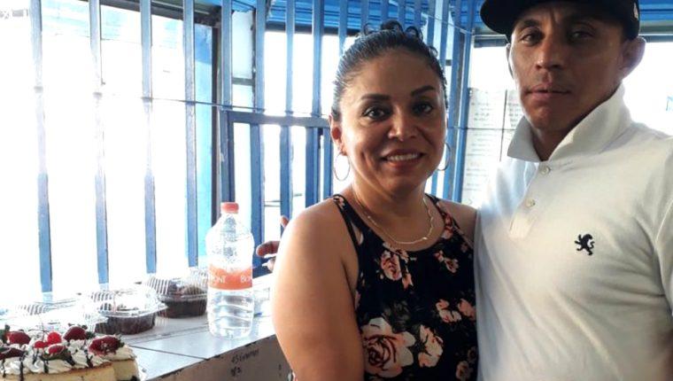 Cecilia Delgado con su hijo, Jesús Ramón Martínez, antes de su desaparición. (CORTESÍA CECILIA DELGADO)