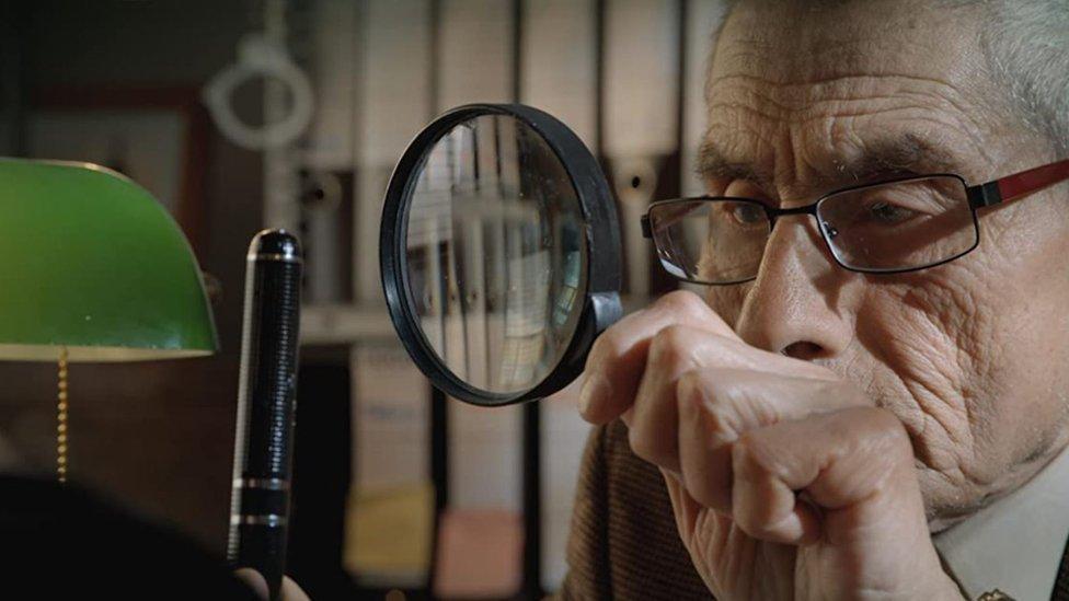 """""""Estamos viviendo más, pero no estamos con ganas de vivir más"""": Maite Alberdi, directora de """"El agente topo"""", documental chileno preseleccionado para los Oscar"""