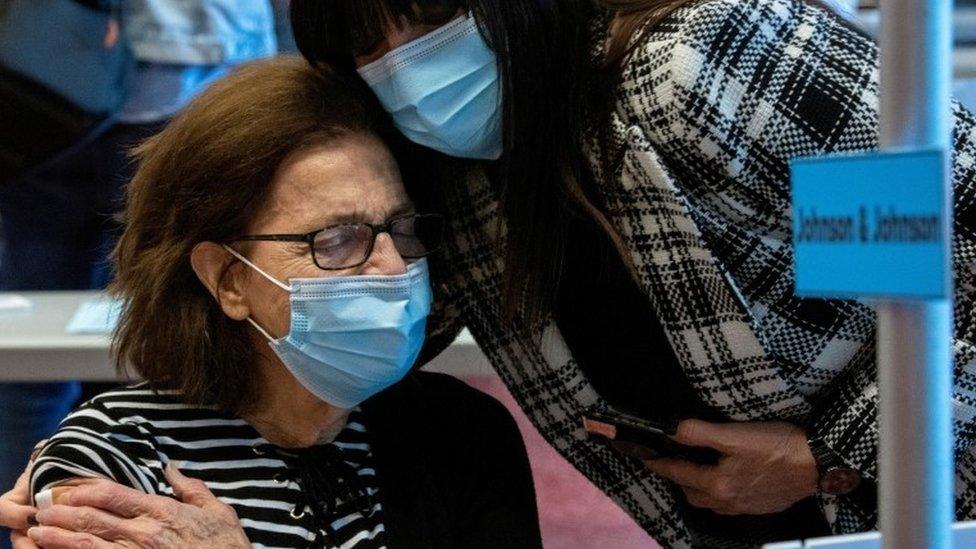 Vacuna contra el coronavirus: 5 claves de la acelerada carrera por vacunar a toda la población en Estados Unidos