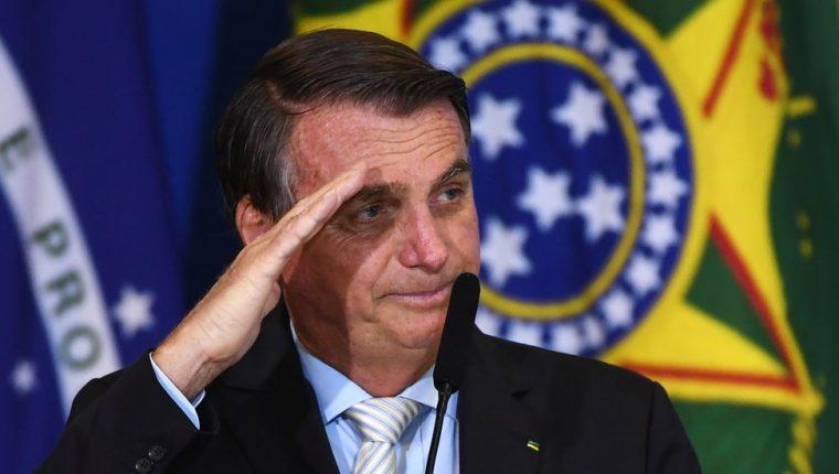 El presidente brasileño, Jair Bolsonaro, ha cuestionado medidas contra el covid-19 apoyadas por la ciencia.