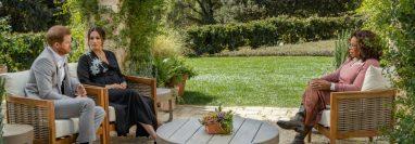 La entrevista de Oprah Winfrey con el duque y la duquesa de Sussex se emitió este domingo en EE.UU. (GETTY IMAGES)