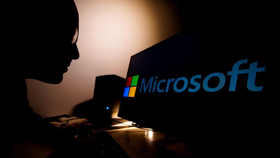 """El """"inusualmente agresivo"""" ciberataque del que Microsoft acusa a China (y por qué no es simplemente una nueva crisis de ciberseguridad)"""