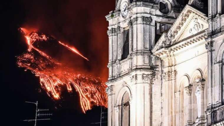 Las erupciones del Etna son todo un espectáculo, pero también generan muchos problemas a los habitantes locales. (GETTY IMAGES)