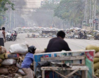 Golpe de Estado en Myanmar: una niña de 7 años muere por disparos de la policía durante una redada