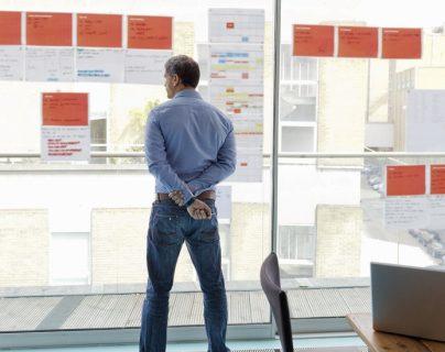 4 estrategias para hacer más cosas en el trabajo en menos tiempo
