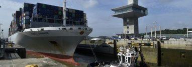 Por el Canal de Panamá pasan unos 12.000 barcos cada año.
