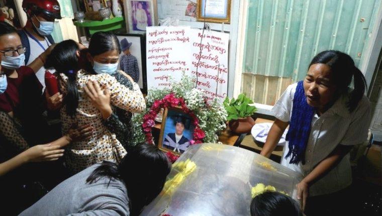 Funeral del manifestante Kyaw Win Maung en Mandalay, el domingo.