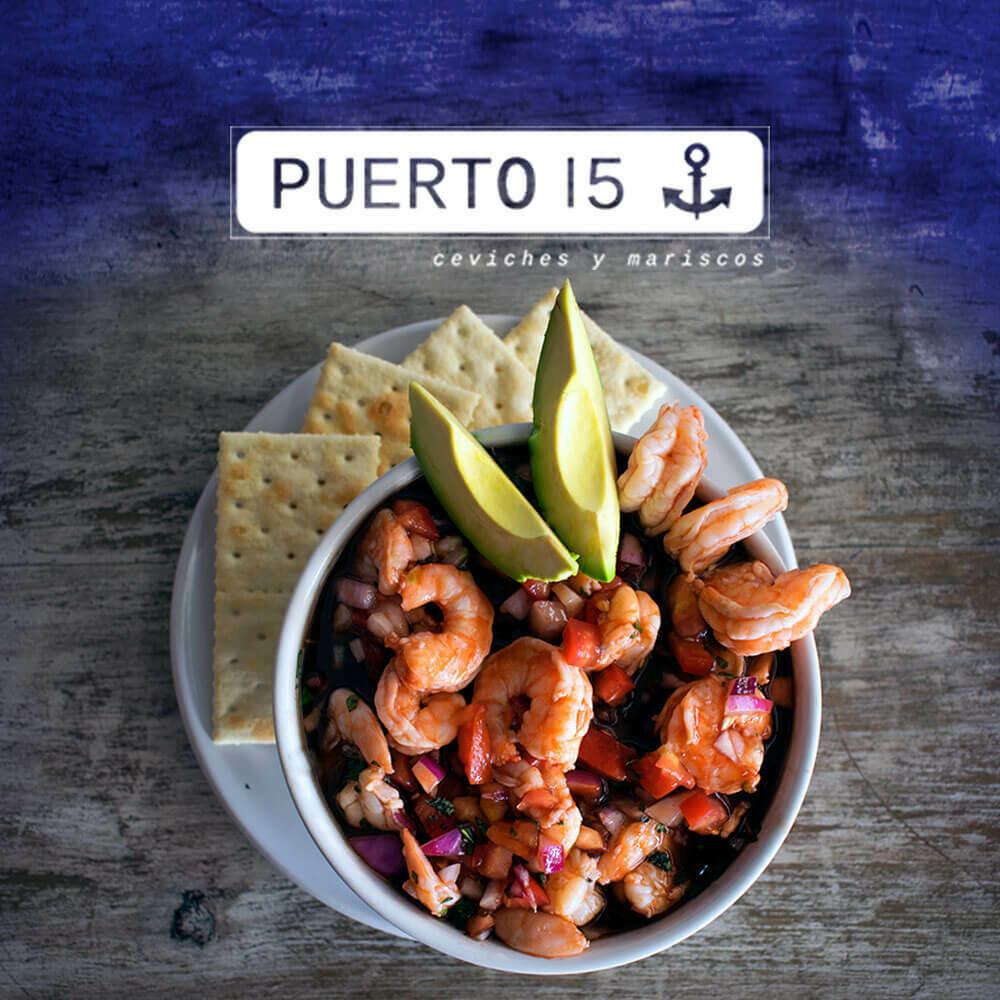 Puerto 15, el reino del ceviche en un restaurante costero