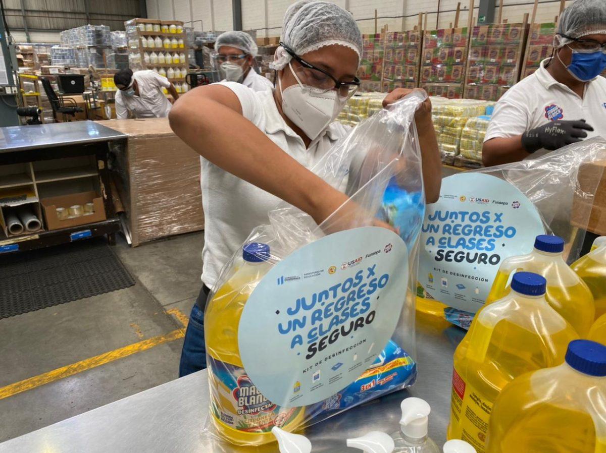 17 mil escuelas beneficiadas con productos de desinfección