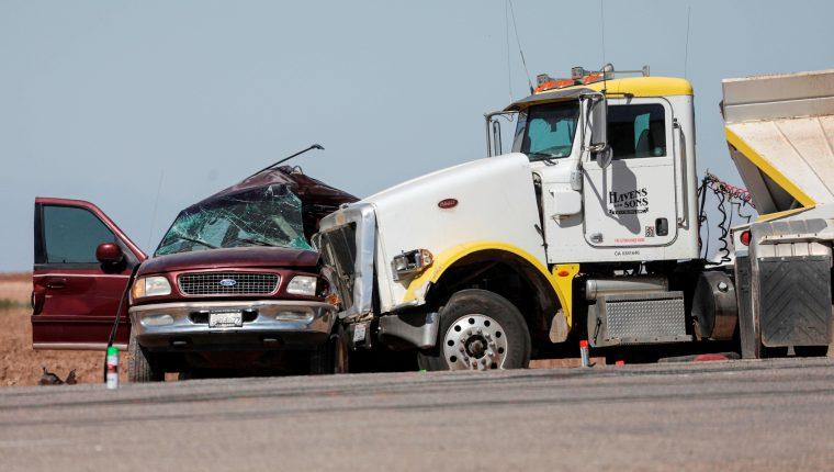 Vehículo donde viajaban 23 migrantes y que fue impactada por un camión en California. (Foto: Hemeroteca PL)