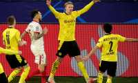 Dortmund (Germany), 09/03/2021.- Dortmund's Erling Haaland (2-R) celebrates after scoring the 2-0 lead from the penalty spot during the UEFA Champions League round of 16 second leg soccer match between Borussia Dortmund and Sevilla FC in Dortmund, Germany, 09 March 2021. (Liga de Campeones, Alemania, Rusia) EFE/EPA/FRIEDEMANN VOGEL / POOL
