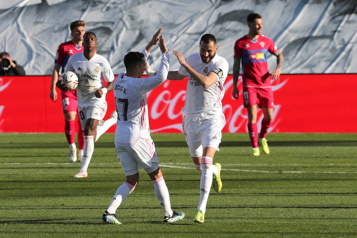 Benzema marca un doblete y rescata al Real Madrid frente al Elche