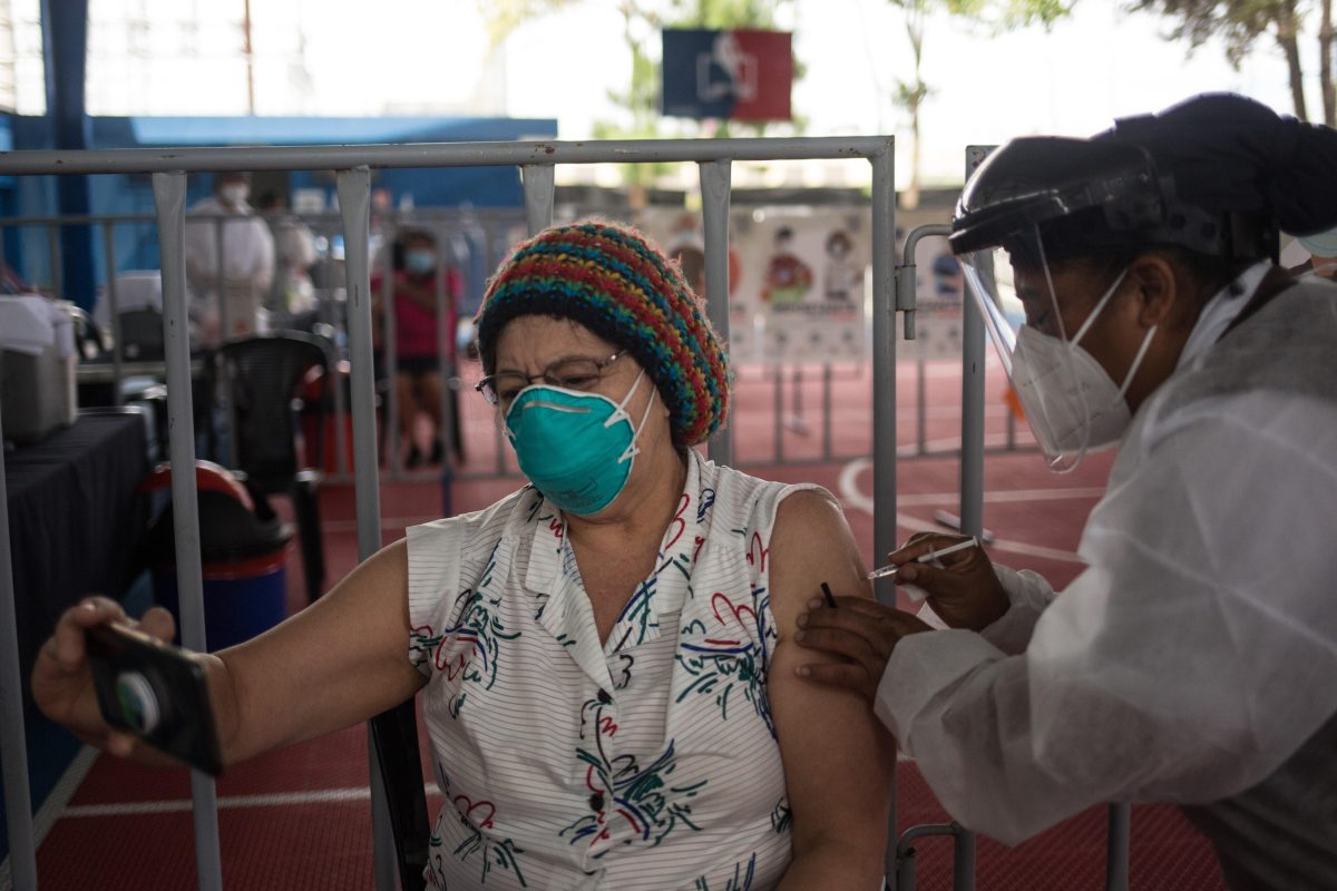 Incertidumbre y falta de información rodea a pacientes crónicos que deben ser vacunados contra el covid-19