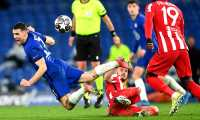 London (United Kingdom), 17/03/2021.- Mateo Kovacic (L) of Chelsea in action during the UEFA Champions League round of 16, second leg soccer match between Chelsea FC and Atletico Madrid in London, Britain, 17 March 2021. (Liga de Campeones, Reino Unido, Londres) EFE/EPA/NEIL HALL
