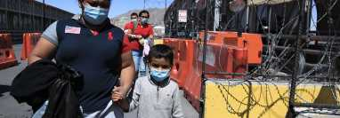 Una vez en EE. UU. los migrantes deben conseguir trabajo para pagar enormes deudas a las bandas de tráfico de migrantes. (Foto Prensa Libre: Hemeroteca PL)