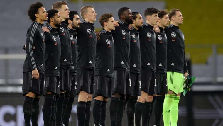 Los jugadores de Alemania antes de disputar el juego eliminatoria para Qatar 2022 ante  Islandia. Foto Prensa Libre: EFE.