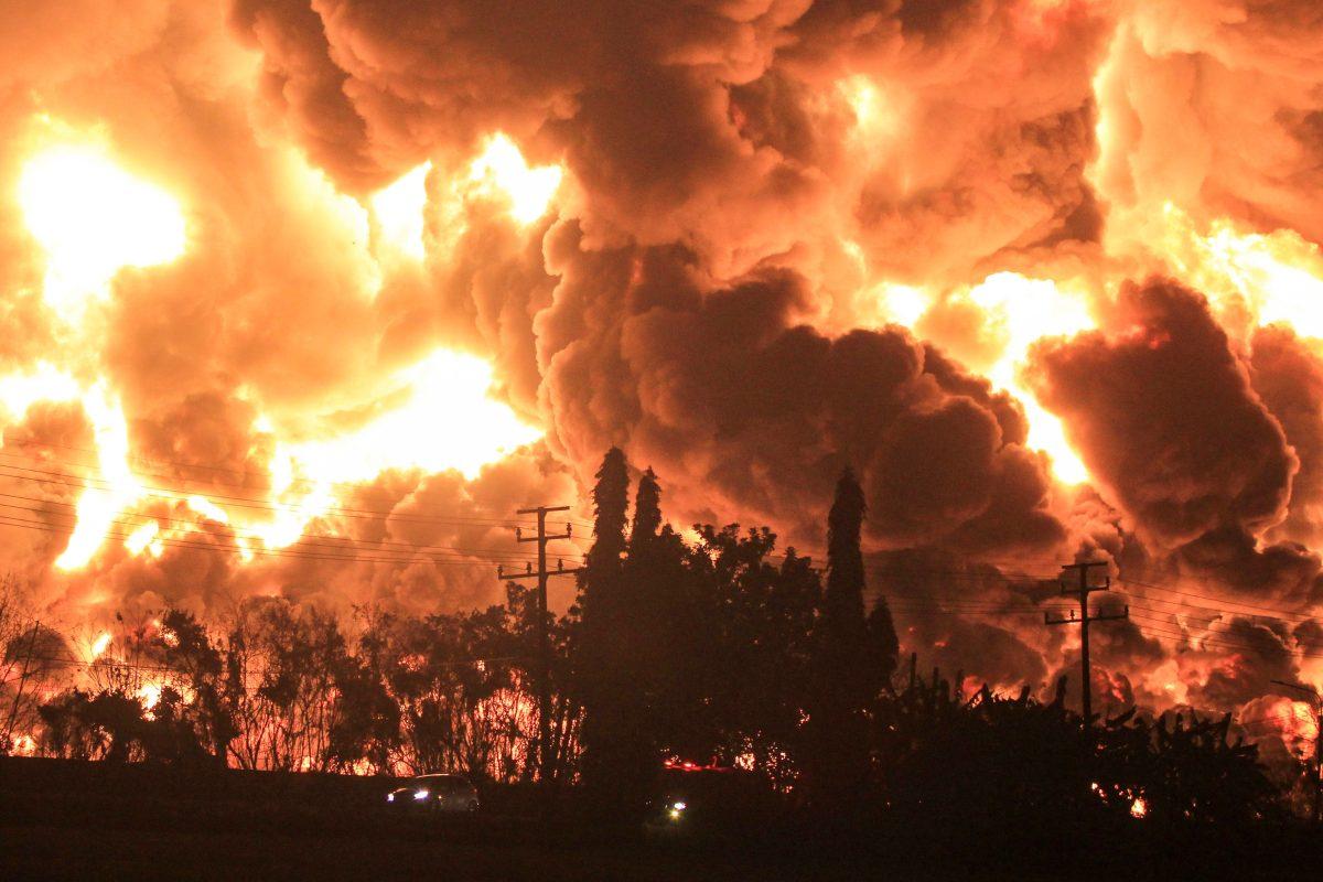 Impresionante incendio: Explosiones en una refinería de Indonesia deja 15 heridos y tres desaparecidos