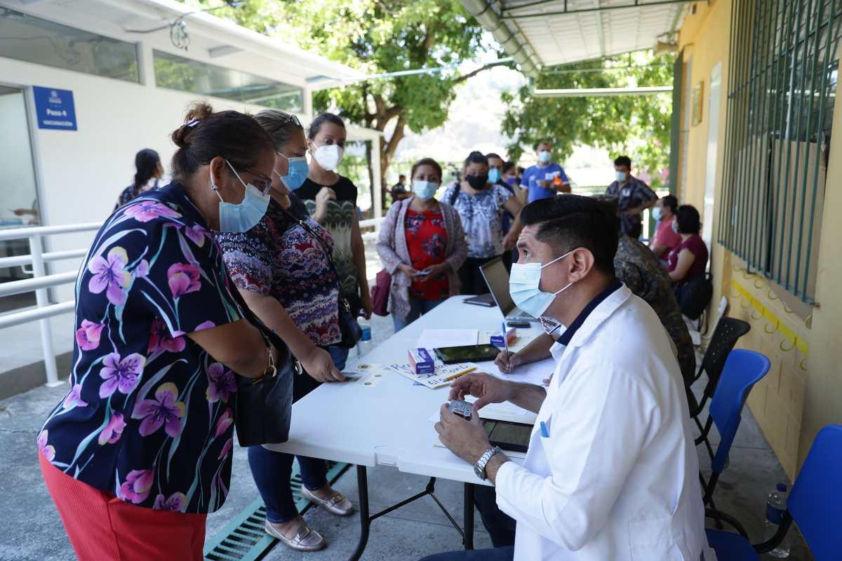 El Salvador, que aplica Pfizer, Sinovac, Moderna, Sinopharm y AstraZeneca, habilita la vacunación para extranjeros