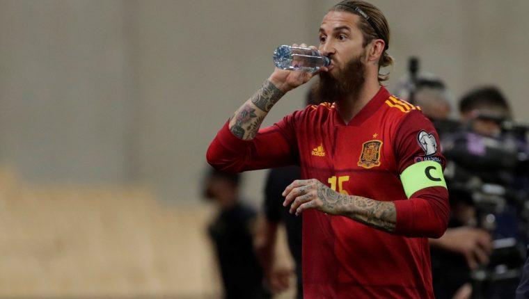 El defensa de la selección española Sergio Ramos, durante el partido de clasificación para el Mundial Qatar 2022 ante Kosovo. (Foto Prensa Libre: EFE)